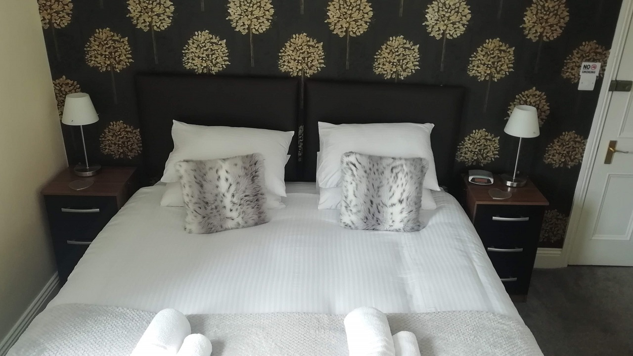 Photograph of Room 1 Super-king room bed